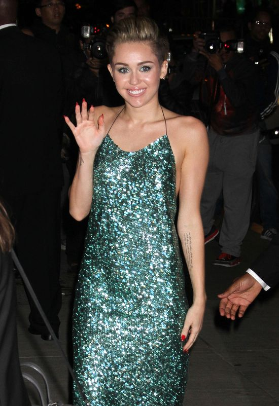 Miley Cyrus się zakryła! (FOTO)