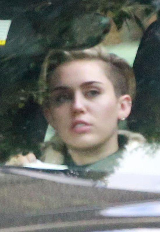Miley Cyrus wygląda na przemęczoną (FOTO)
