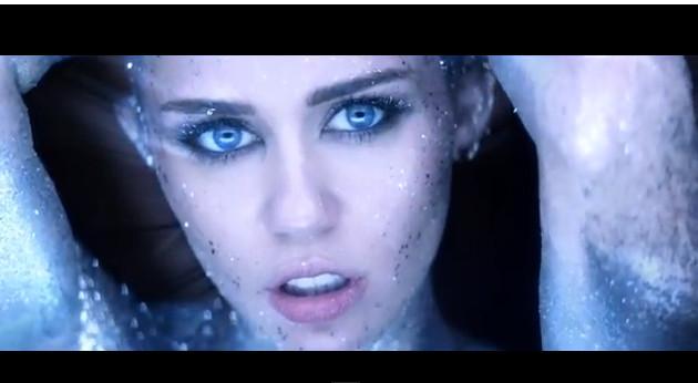 Miley Cyrus jako naga kosmitka w nowym teledysku