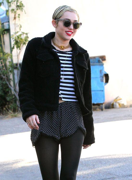 Miley Cyrus wygląda co najmniej nieapetycznie (FOTO)