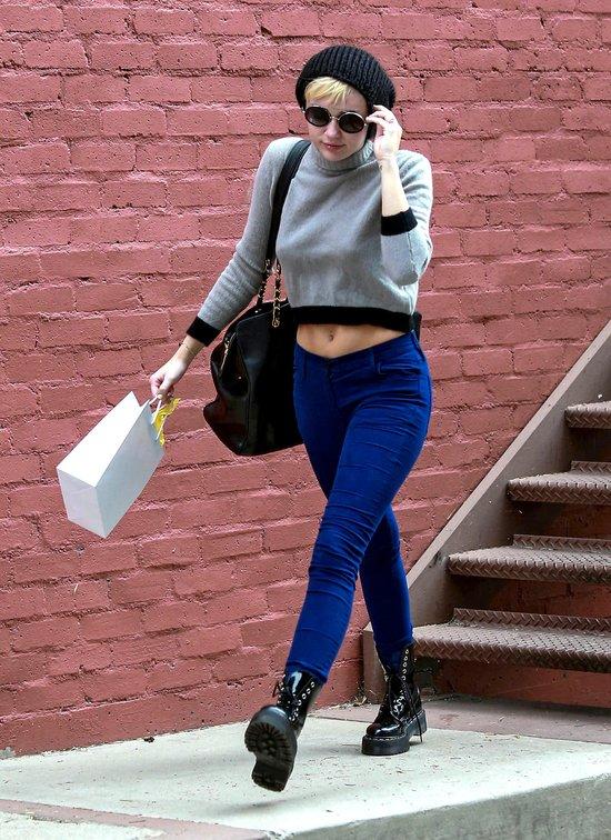 Miley Cyrus w czapce. Ale brzuch musi być na wierzchu (FOTO)