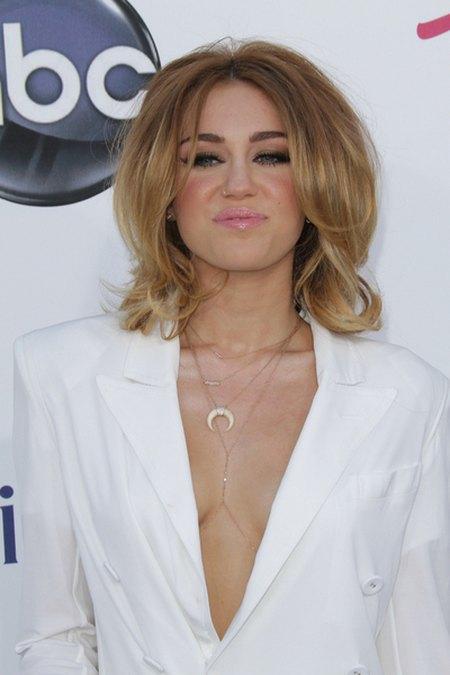 Miley Cyrus zar�czy�a si� z Liamem Hemsworthem
