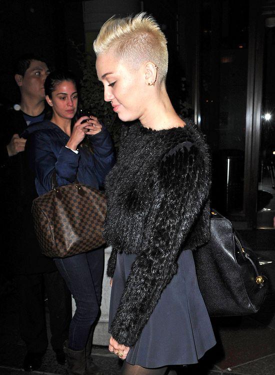 Miley Cyrus nie lubi patrzeć na swoje stare zdjęcia