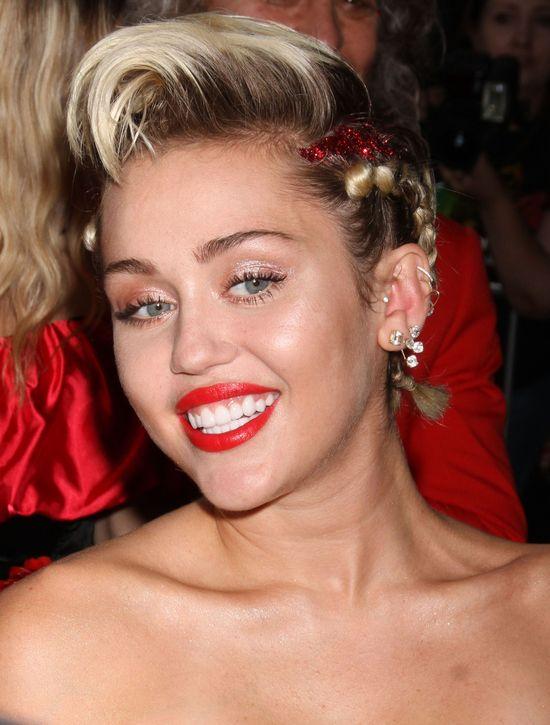 Nag�y zwrot akcji w karierze Miley Cyrus