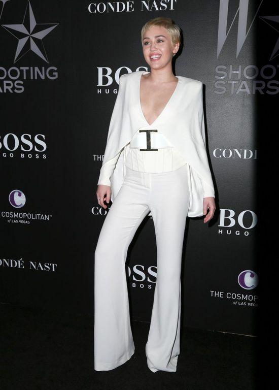 Miley Cyrus powiększyła piersi? (FOTO)