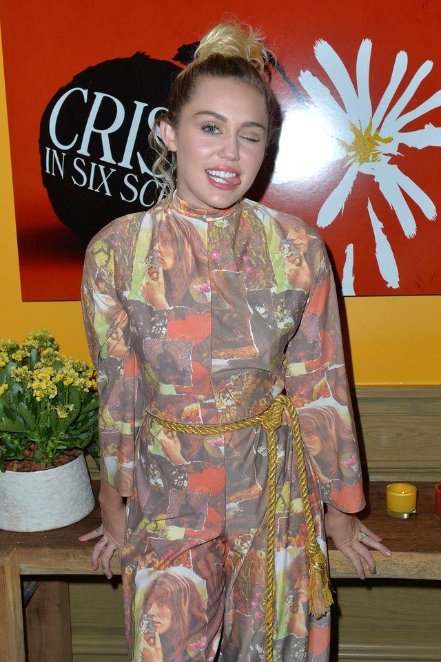 Po tym, jak Miley pokazała to zdjęcie, wszyscy zaczęli gratulować jej ciąży