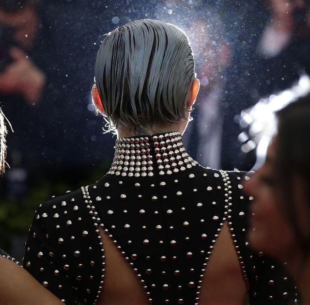 Miley Cyrus na gali Met wyglądała gorzej niż źle (FOTO)