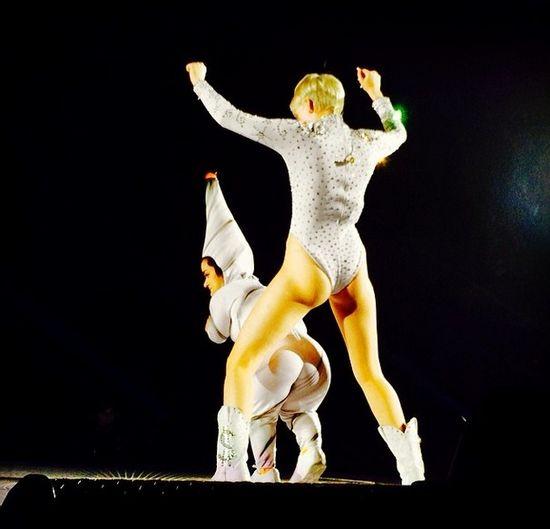 Koncert Miley Cyrus sko�czy� si� dla niej 60 szwami!