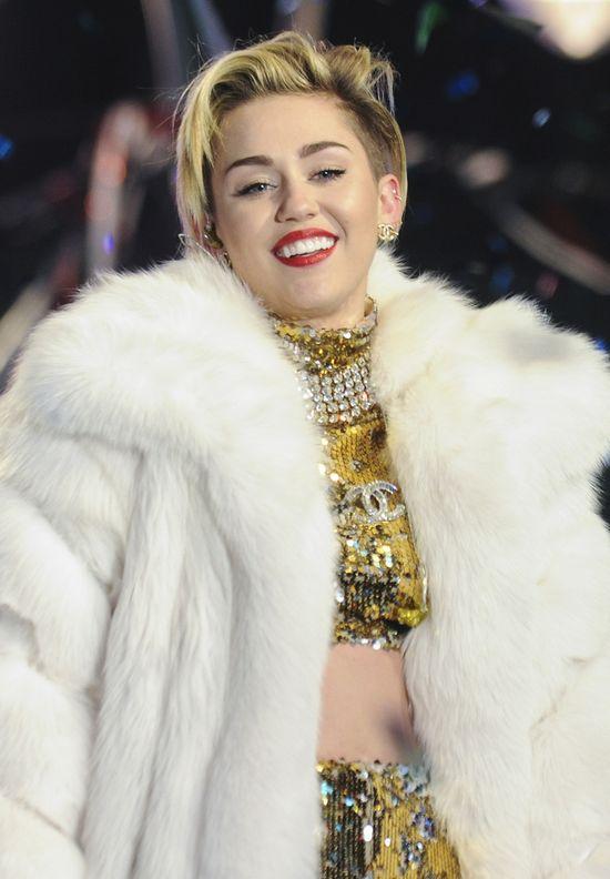 Miley Cyrus na Sylwestra... była w pracy (FOTO)