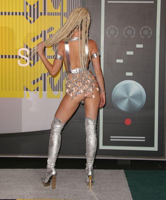 Instagram zablokuje konto Miley Cyrus za to foto?