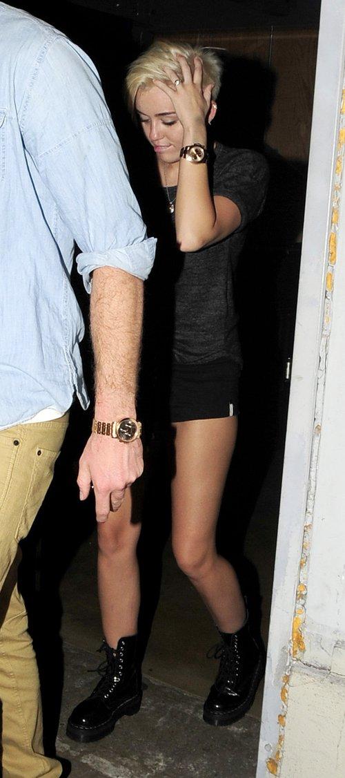 Miley Cyrus - pupa czy włosy? (FOTO)