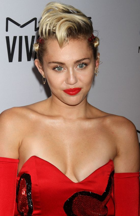 Cara pogodzi Taylor Swift i Miley Cyrus?