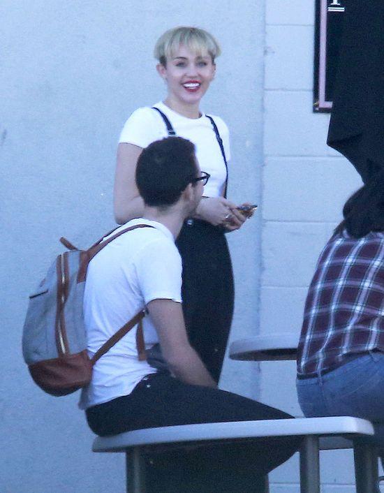 Nowa, chłopięca fryzura Miley Cyrus (FOTO)