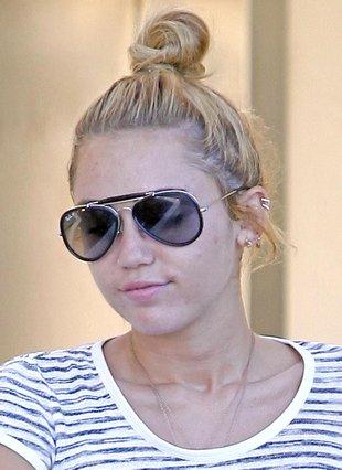 Miley Cyrus pilnuje swojego narzeczonego?