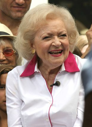 Betty White parodiuje Miley Cyrus (VIDEO)