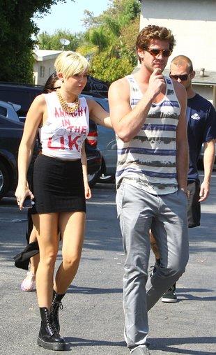Miley Cyrus i jej narzeczony mają pasujące do siebie tatuaże
