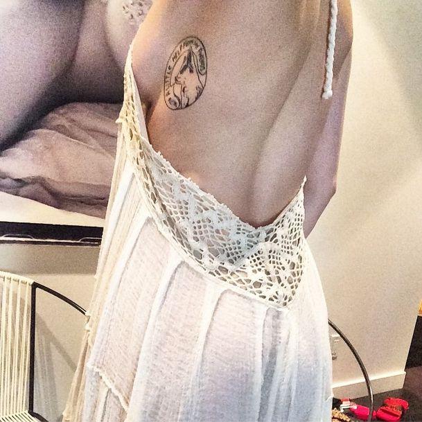 Miley Cyrus powiększyła piersi?! (FOTO)