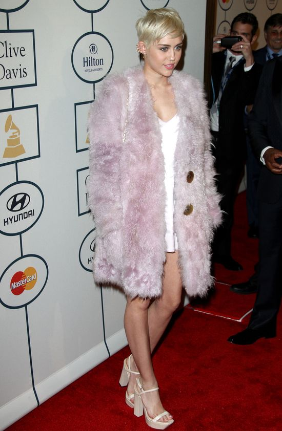 Miley Cyrus znowu zmieniła fryzurę (FOTO)