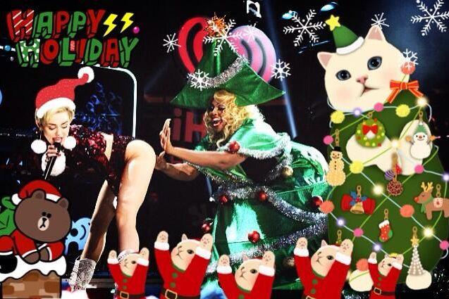 Miley Cyrus ma kilka świątecznych kartek (FOTO)