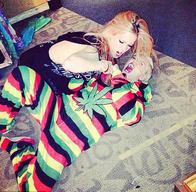 Miley Cyrus pobi�a si� z Avril Lavingne! (FOTO+VIDEO)