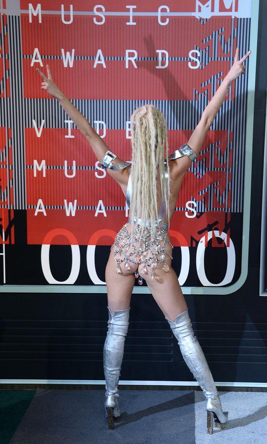 Miley Cyrus na MTV VMA była niemal naga! (FOTO)