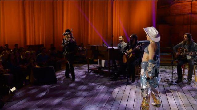 Miley Cyrus wystąpiła z Madonną (VIDEO)