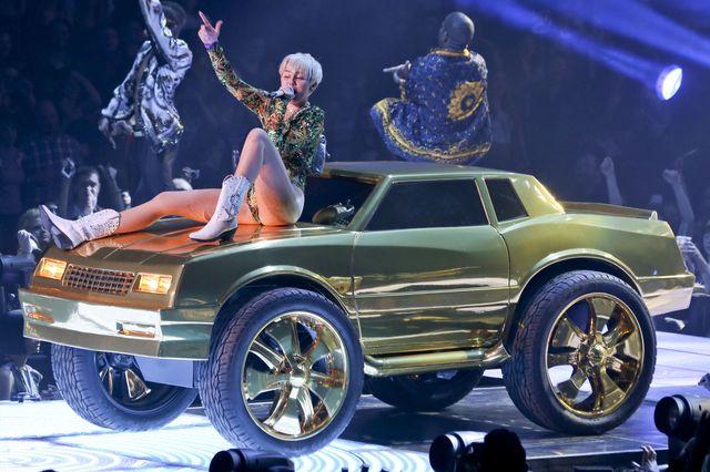 Miley Cyrus rozpocz�a tras� koncertow� (FOTO)