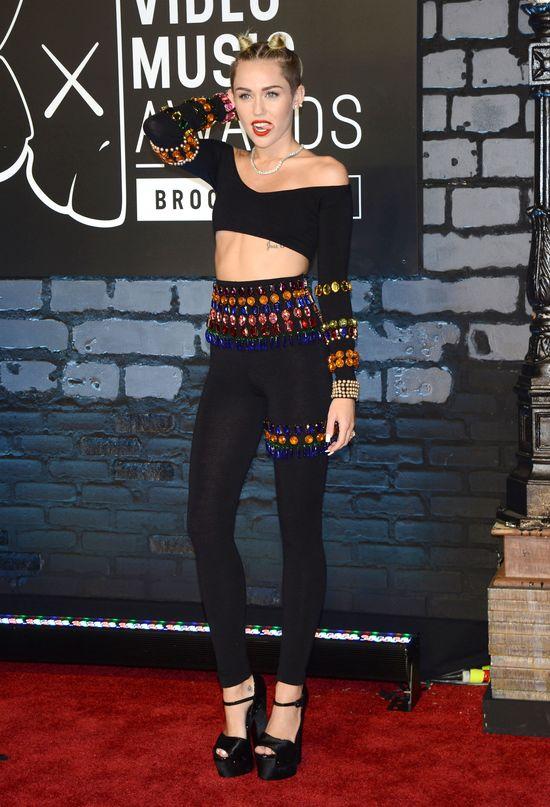 Miley Cyrus na VMA 2013 przyćmiła niemal wszystkich? (FOTO)