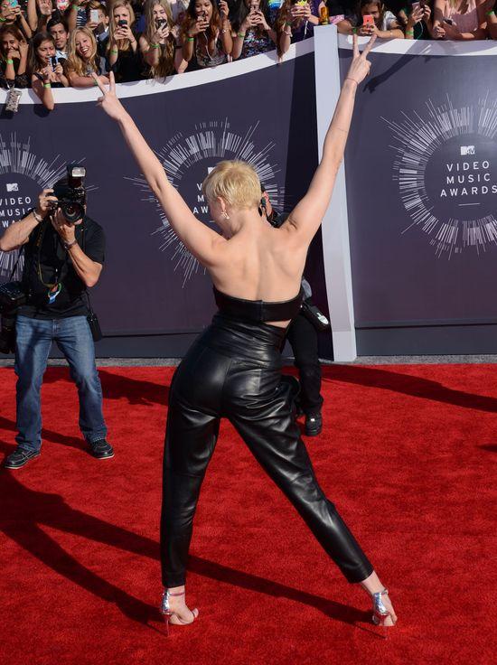 Ariana Grande ostrzejsza od Miley Cyrus? (FOTO)