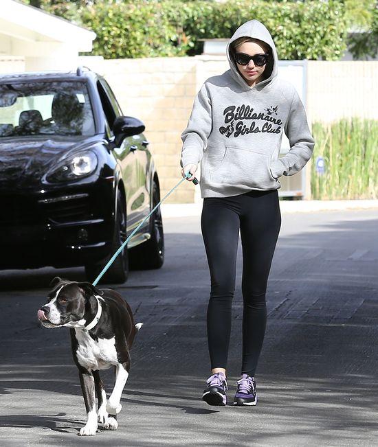 Miley Cyrus wreszcie nabiera cia�a? (FOTO)