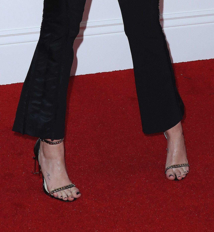 Miley Cyrus wybrała oversize'owy garnitur na Grammy (ZDJĘCIA)