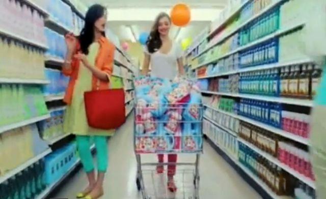 Słodka Miranda Kerr w japońskiej reklamie płynu do płukania