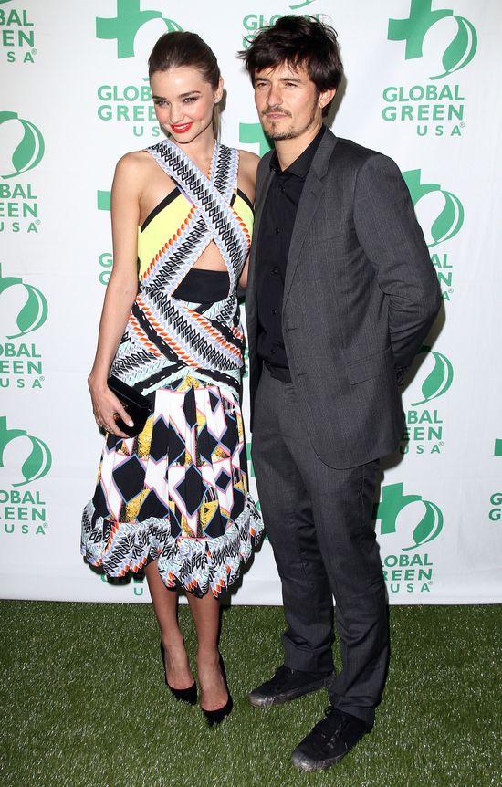 Miranda Kerr uwodzi, a mąż stoi obok (FOTO)