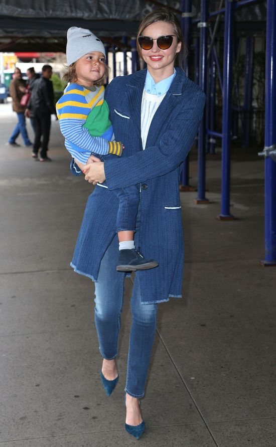 Miranda Kerr ledwo wyszła z samolot i ruszyła na ustawkę