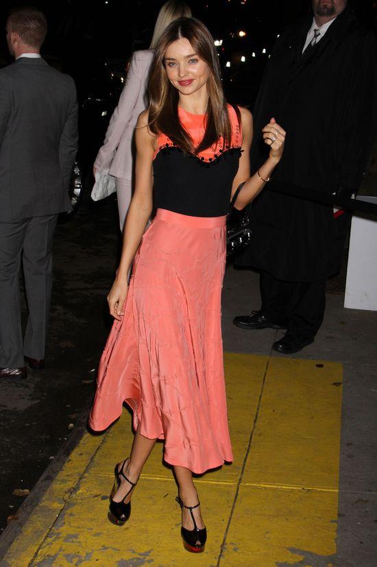 Miranda Kerr -pięknie nawet w kiepskiej sukience? (FOTO)