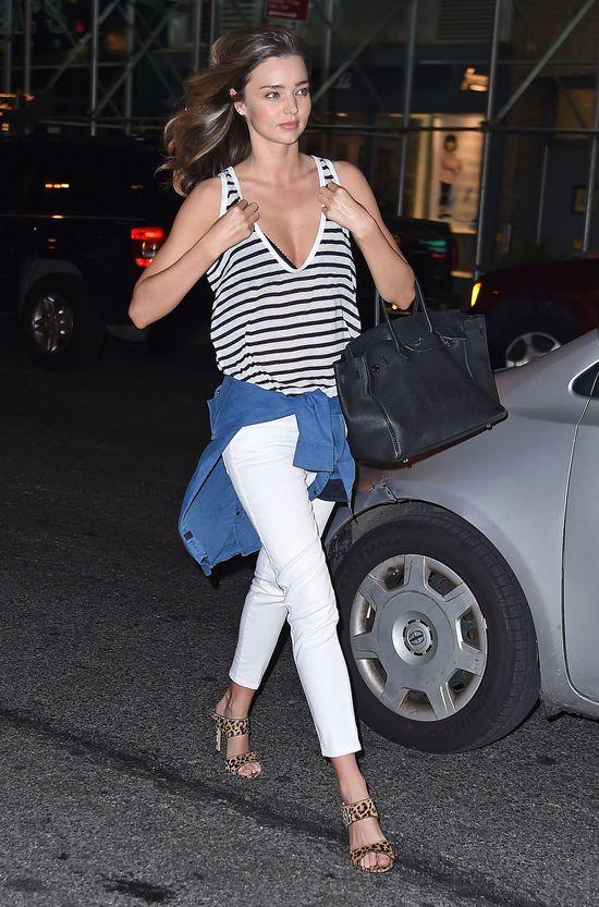 Miranda Kerr próbuje zgubić paparazzi, gdy jedzie do Packera