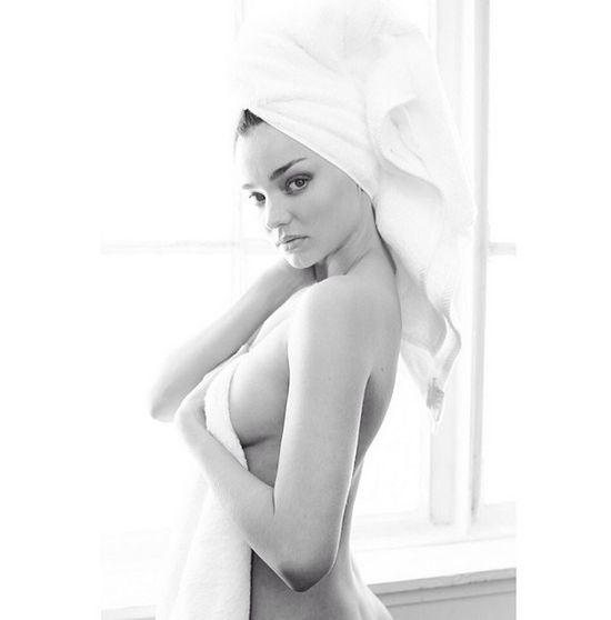Miranda Kerr kusi piersią (FOTO)