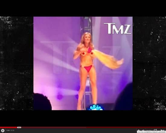 O sznureczku od bikini który (niechcący?) uwolnił biust Miss
