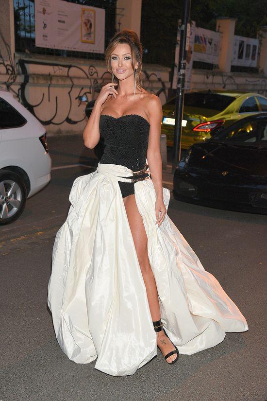 Monika Pietrasińska pokazała nogi aż do majtek (FOTO)
