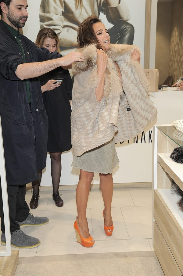Anna Mucha jak seksowna Włoszka na otwarciu salonu (FOTO)