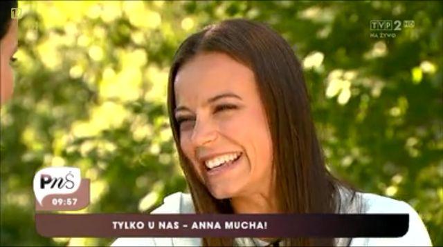Anna Mucha: Matka Polka z rękami do ziemi, w dresie? (VIDEO)