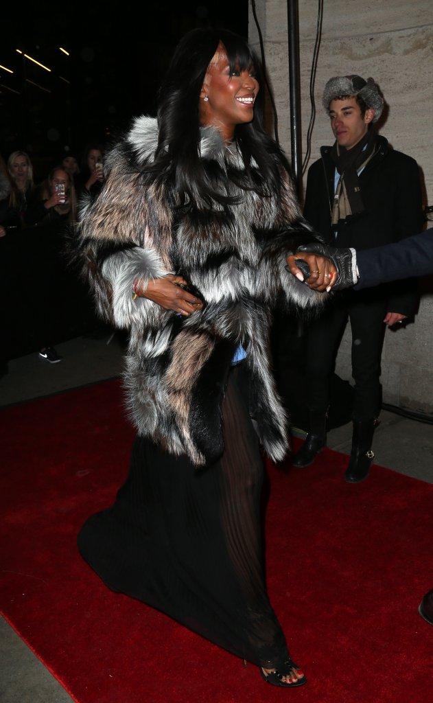Dziwne łaty na głowie Naomi Campbell (FOTO)