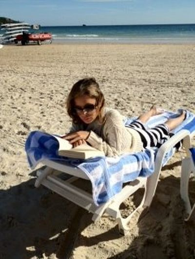 Co Natalia Lesz czyta na pla�y? (FOTO)