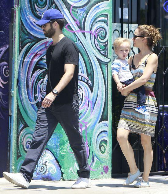 Jak Natalie Portman bawi się z rodzinką? (FOTO)