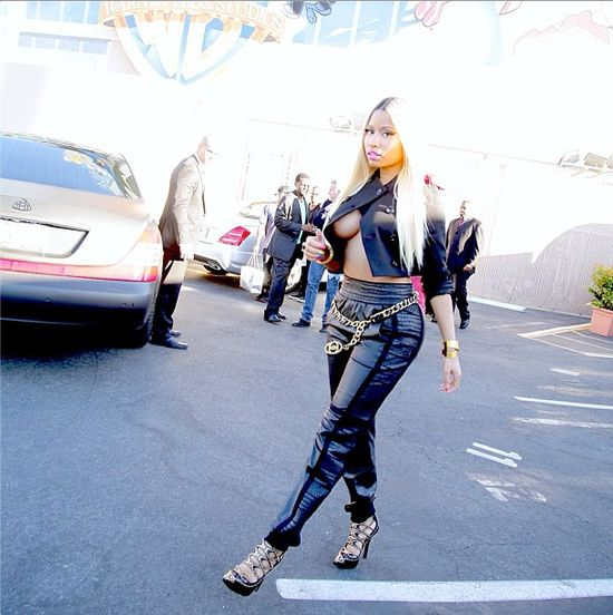 Nicki Minaj błysnęła sztuczną piersią (FOTO)