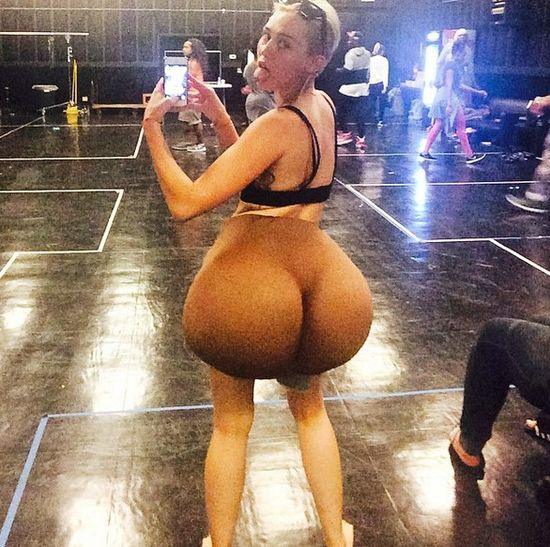Miley Cyrus ma teraz ogromne pośladki (FOTO)