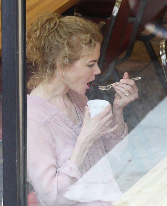 Co wyprawia ta kobieta? (FOTO)