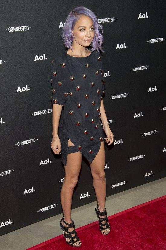 To cud, że ubrania nie spadają z Nicole Richie! (FOTO)