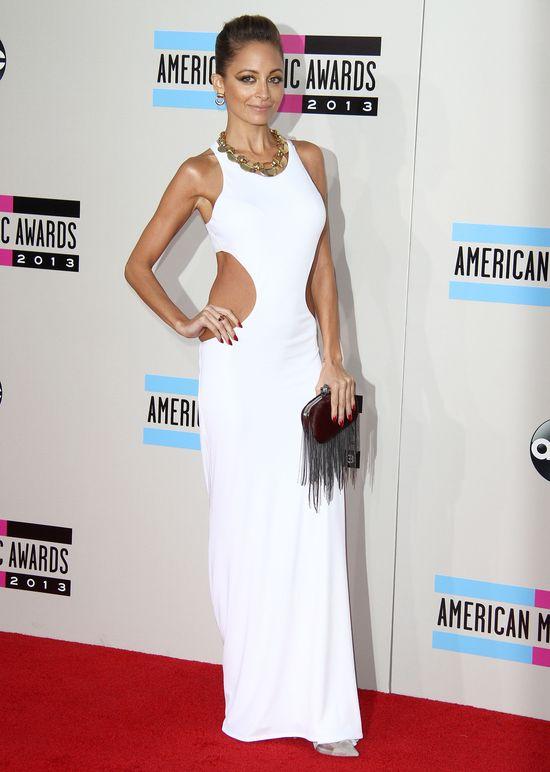 Za duża sukienka, czy zbyt szczupłe ciało? (FOTO)