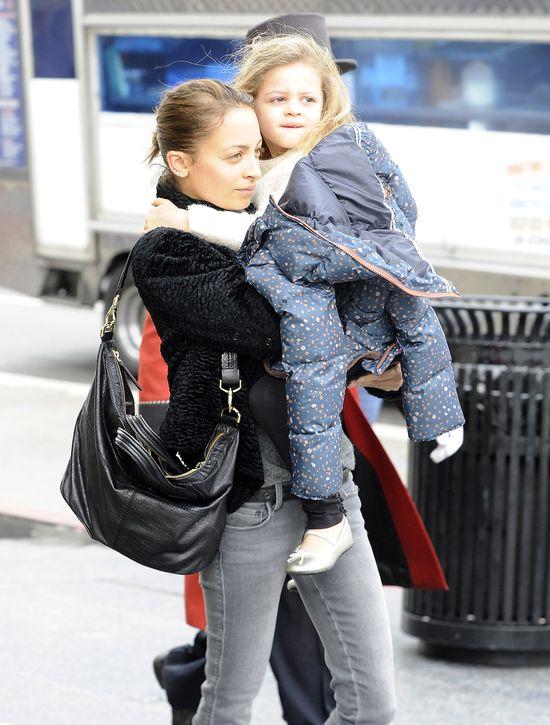 Nicole Rochie bez makijażu z córką (FOTO)